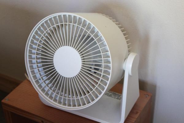 コンパクト扇風機・ホワイト