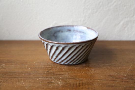 シンプルな鉢