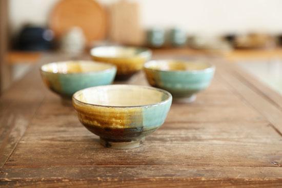 小鹿田焼の三彩茶碗