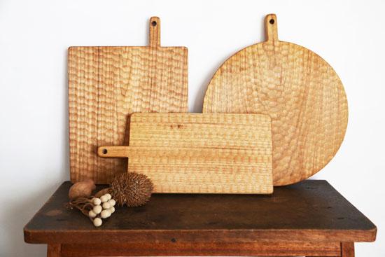 くるみの木のカッティングボードとトレー展
