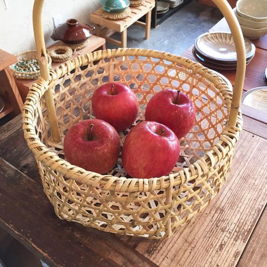 青森のりんごかご